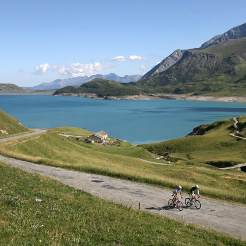 Cyclisme près du Relais du Col au Mont-Cenis