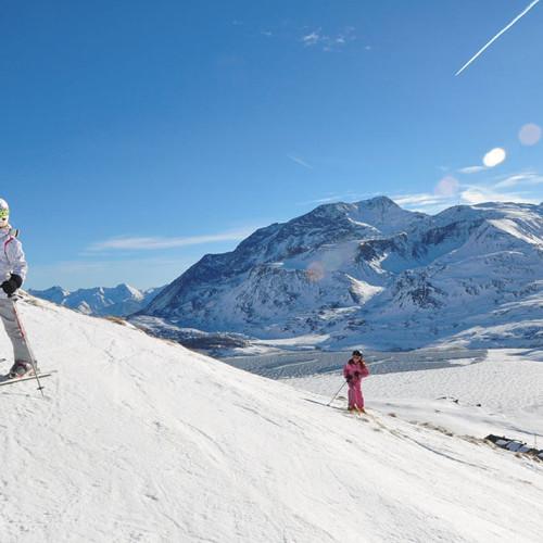 Ski alpin à Val Cenis autour du Relais du Col