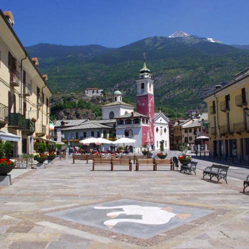 Ville de Suse en Italie de l'autre côté du Mont-Cenis