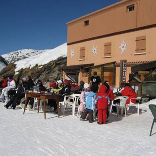 La terrasse du Relais du Col en hiver